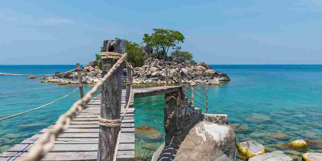 7. July in Malawi kaya-mawa-bridge-to-island.jpg