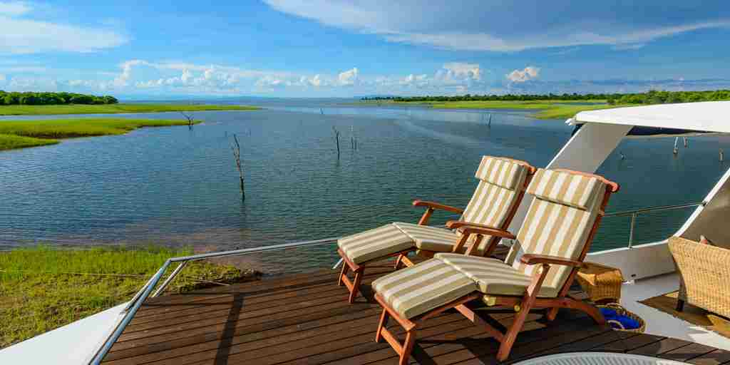 matusadona-houseboat-boat-decking-zimbabwe-yellow-zebra-safaris.jpg