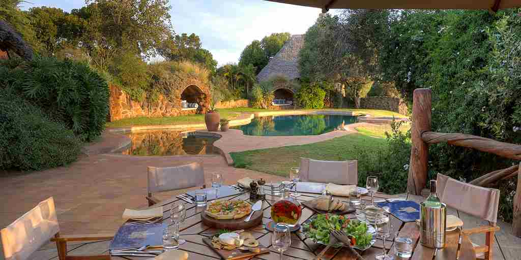 laragai-house-outside-dining-kenya-yellow-zebra-safaris.jpg
