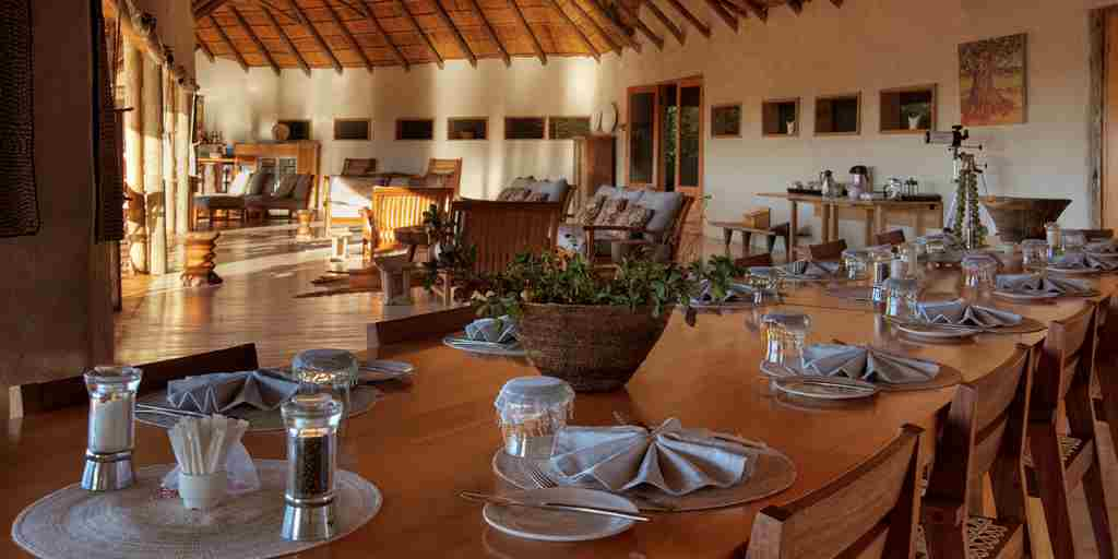 nxai-pan-dining-botswana-yellow-zebra-safaris.jpg