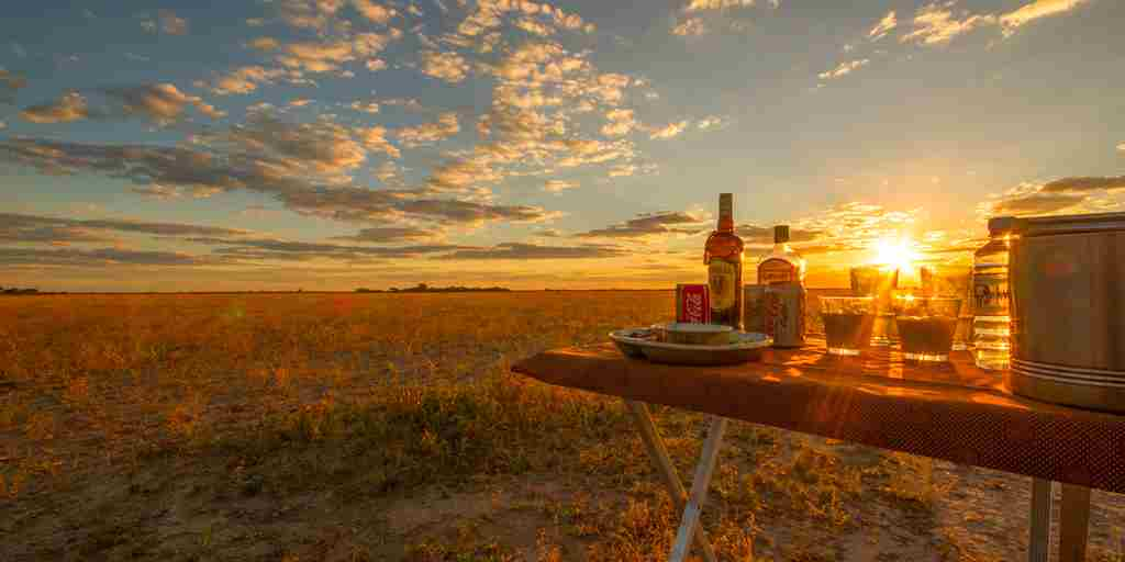 nxai-pan-sundowners-botswana-yellow-zebra-safaris.jpg