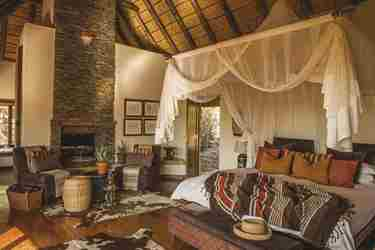 Tuningi Safari Lodge suite, Madikwe