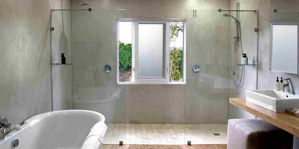 Garden Suite Bathroom.jpg