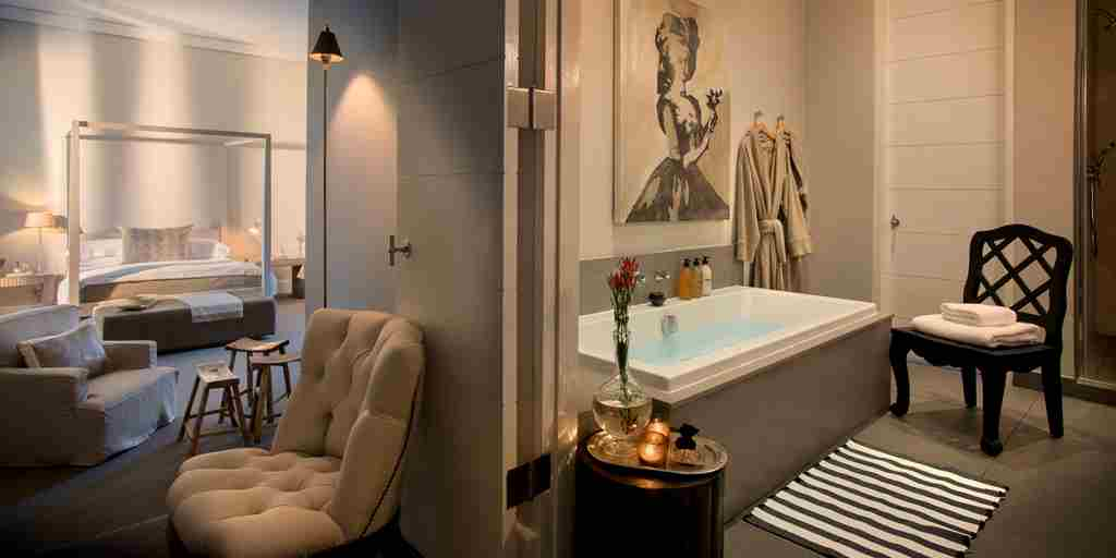 AtholPlace Hotel - Superior Suite & bathroom.JPG