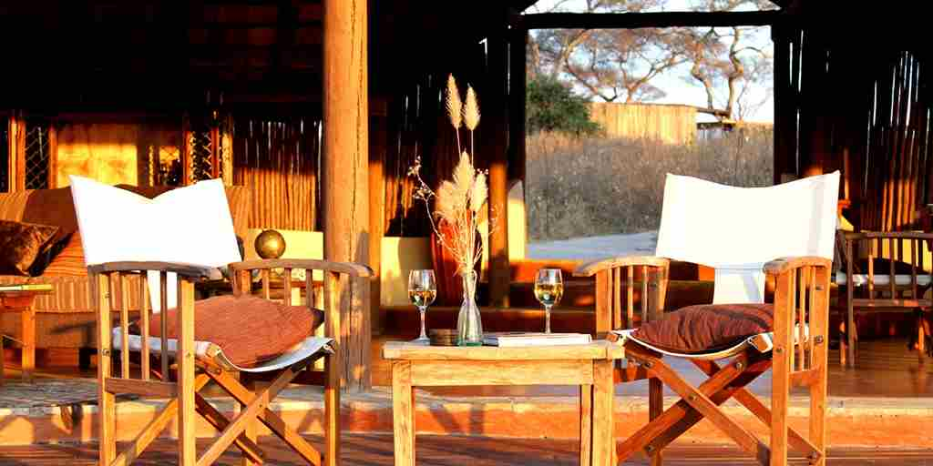 Little-Olivers-Camp-sundowners-mess-verandah-Michelle-Attala-MR.jpg